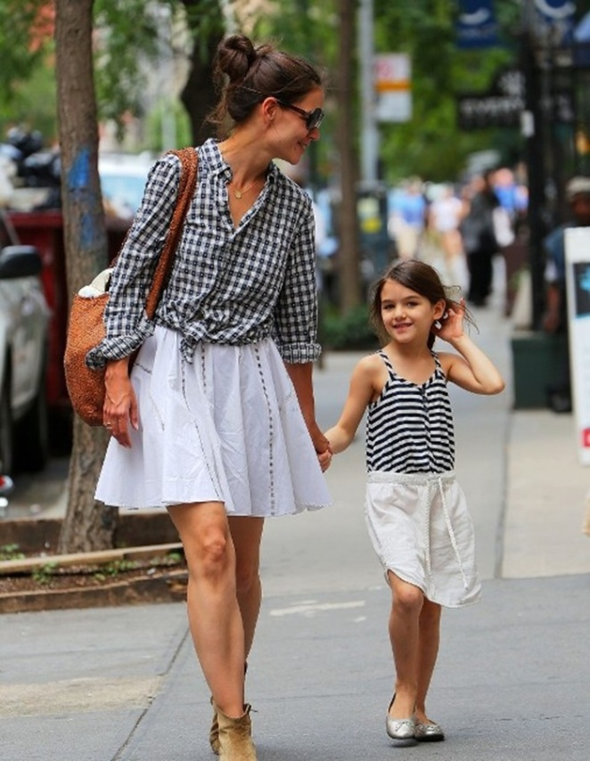 Suri Cruise strikes a pose for the camera as she takes a stroll in NYC in matching outfits with mom Katie Holmes Pictured: Katie Holmes and Suri Cruise Ref: SPL409857  240612   Picture by: Jackson Lee / Splash News Splash News and Pictures Los Angeles:	310-821-2666 New York:	212-619-2666 London:	870-934-2666 photodesk@splashnews.com